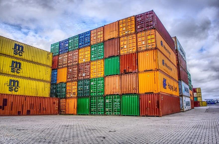 El Gobierno podría redoblar el cepo a las importaciones por una mayor escasez de dólares